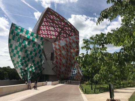 Der visionäre Entwurf des Architekten Frank Gehry für das Museum der Fondation Louis Vuitton, Paris.